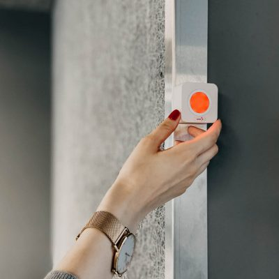 Luxafor-Cube-Red-Door.jpg